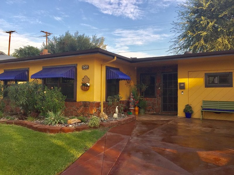 Colorful, Relaxing and Close to everything, holiday rental in Downey