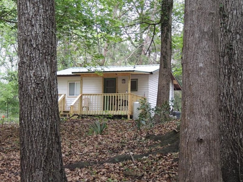 Cabin on Sante Fe Inlet in Three River Estates (walking distance to park), alquiler de vacaciones en Bell