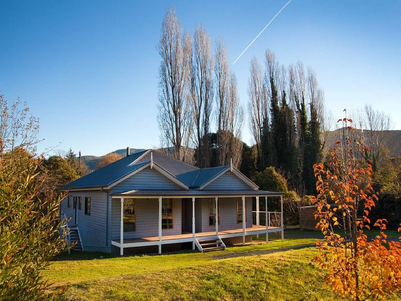 Pure country peace and serenity surround this modern, well appointed house., alquiler vacacional en Mount Hotham