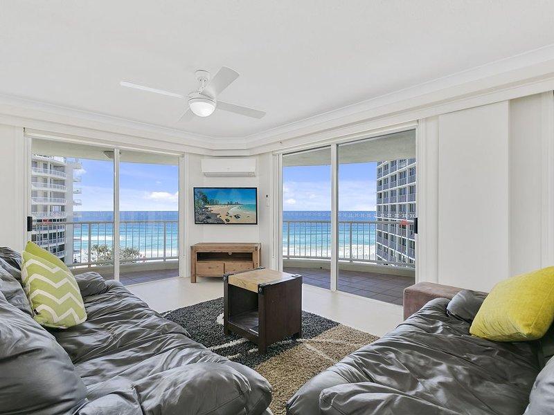 Apartment 143 offers ample space for 6-8 guests., alquiler de vacaciones en Surfers Paradise