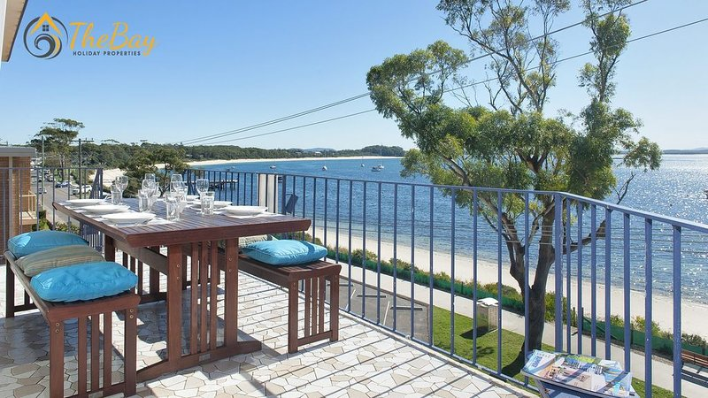 You won't find better views of Shoal Bay!, vacation rental in Shoal Bay