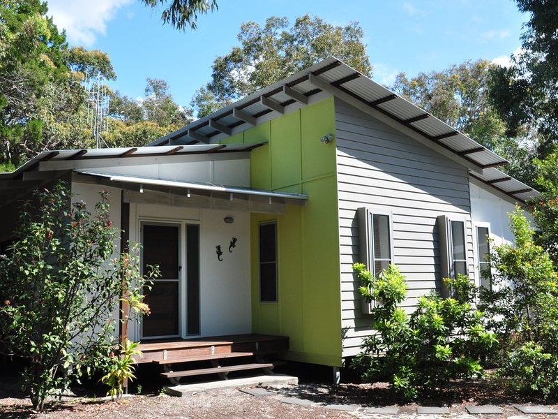 24 Esprit Drive - Beach home with open plan living and walking distance to beach, vacation rental in Gympie Region