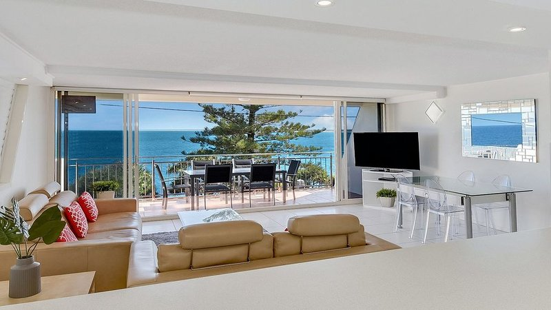 Wickham Point Unit 2, 44 Victoria Tce, Kings Beach, vacation rental in Caloundra
