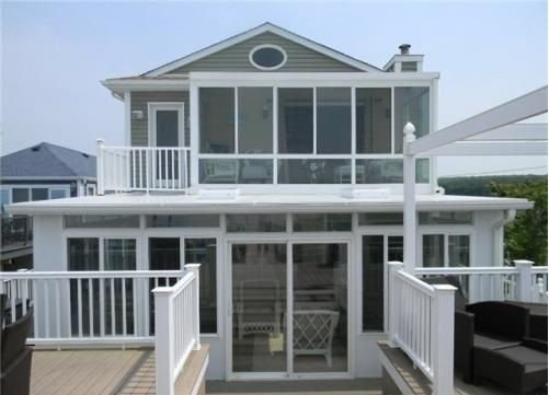 Waters edge Beach House VIEWS North Fork Hamptons Your Private Beach Jacuzzi, holiday rental in Middle Island