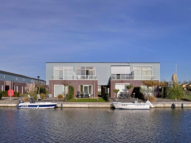 Neat island house with beautiful view and lovely roof terrace., alquiler vacacional en Heijningen