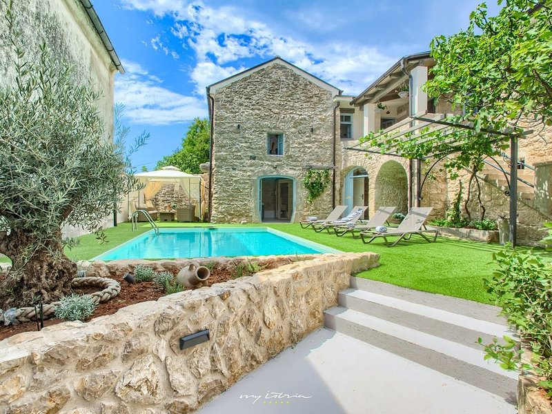 Rustic villa with private pool near Crikvenica, vakantiewoning in Lic