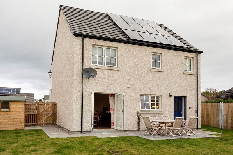 Spacious 3 Bedroom Property in Dornoch, Minutes From Town Centre, vacation rental in Tain