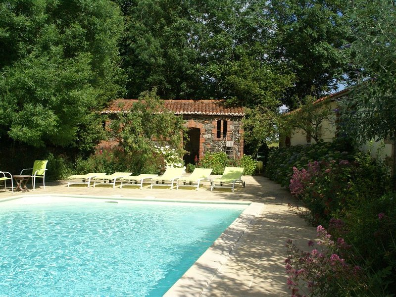 Charming cottage with pool, garden and terrace in the garden of the Vendée, holiday rental in Saint-Georges-de-Montaigu