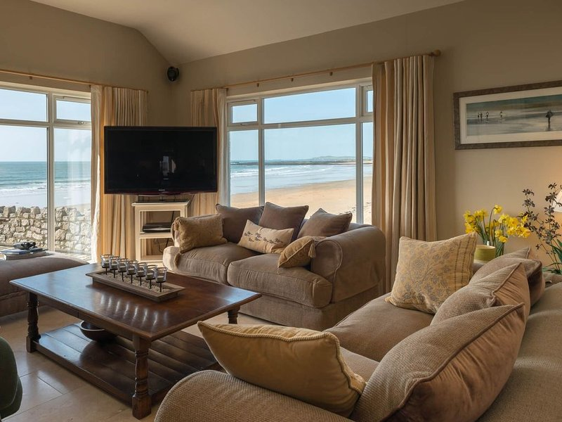 The Red House - Beach front holiday home in Rhosneigr, holiday rental in Rhosneigr