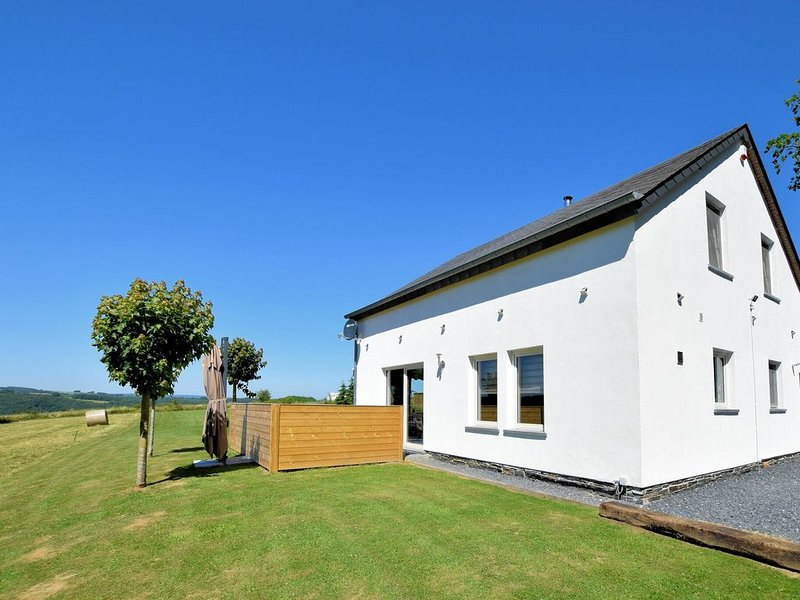 Beautiful, completely renovated luxury home with sauna, jacuzzi and private bath, holiday rental in Bertogne