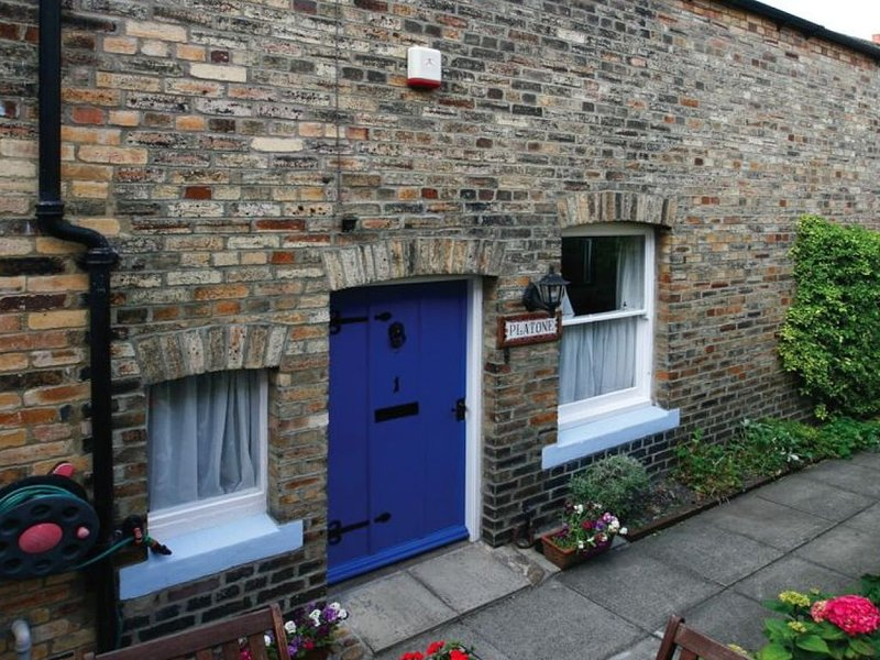 Platone Cottage - Two Bedroom House, Sleeps 4, holiday rental in Longhoughton
