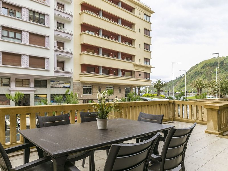 Zurriola Suites1C by ForeverRentals Apartamento deluxe 2dormitorios terraza Wifi, holiday rental in Pasajes
