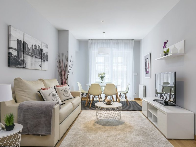 Zurriola Suites1A by ForeverRentals Apartamento deluxe 2dormitorios terraza Wifi, holiday rental in Pasajes