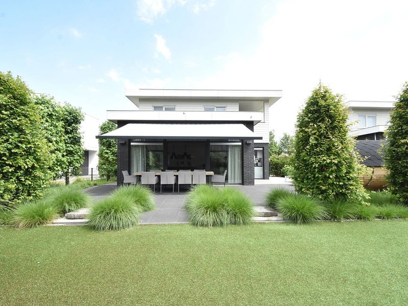 Modern Villa in Harderwijk with Jacuzzi – semesterbostad i Provinsen Flevoland