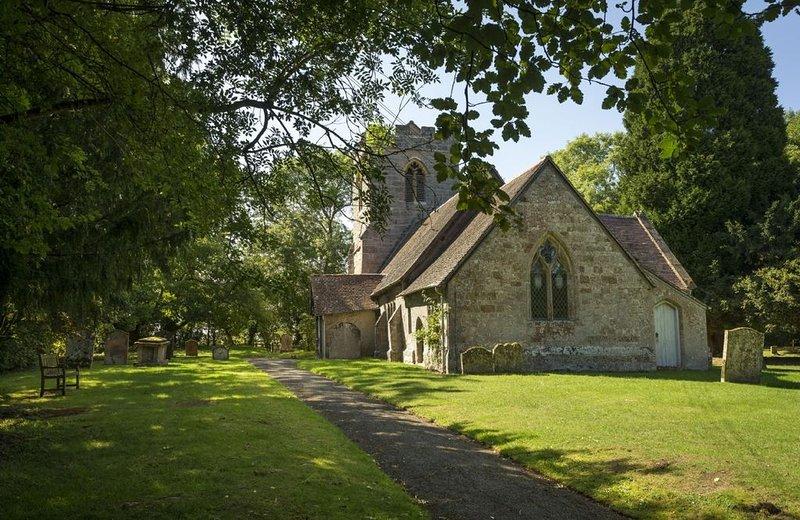 La Iglesia de San Pedro en el idílico pueblo de Abbots Morton se remonta al siglo XII.