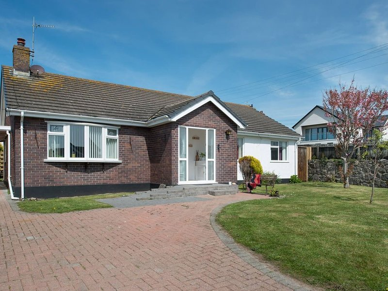 Rhonwil -  a 3 bed detached house that sleeps 6 guests  in 3 bedrooms, holiday rental in Rhosneigr