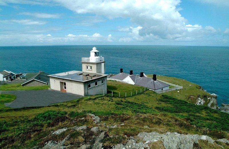 One of four refurbished former lighthouse keepers' cottages, holiday rental in Mortehoe