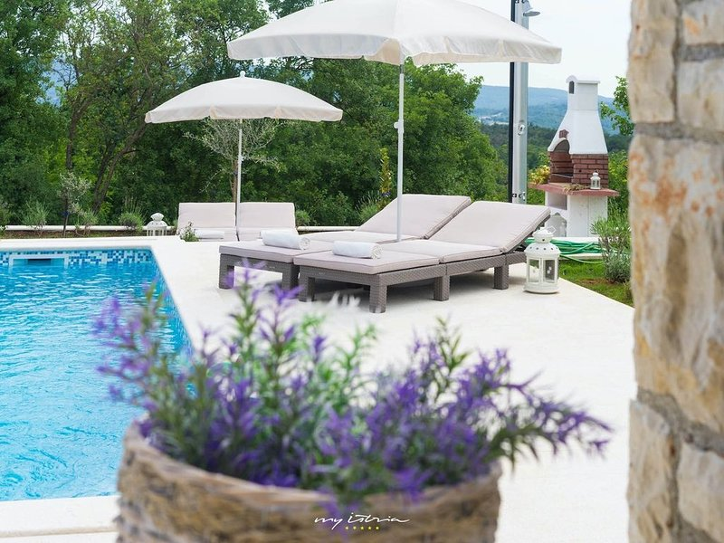 Romantic luxury villa with private pool, holiday rental in Labin