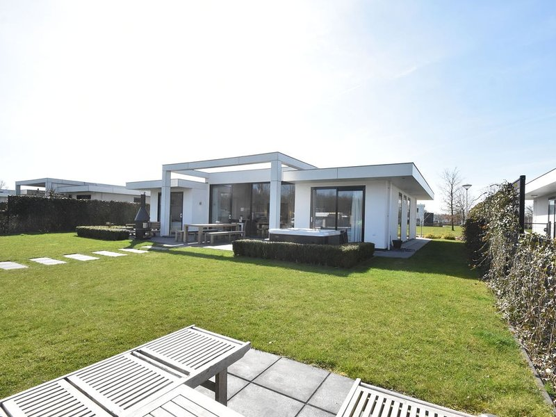 Luxury Villa in Harderwijk near Lake, vacation rental in Zeewolde