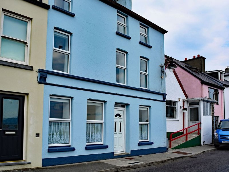 Cottage 236 - Roundstone - sleeps 6 guests  in 4 bedrooms, holiday rental in Roundstone