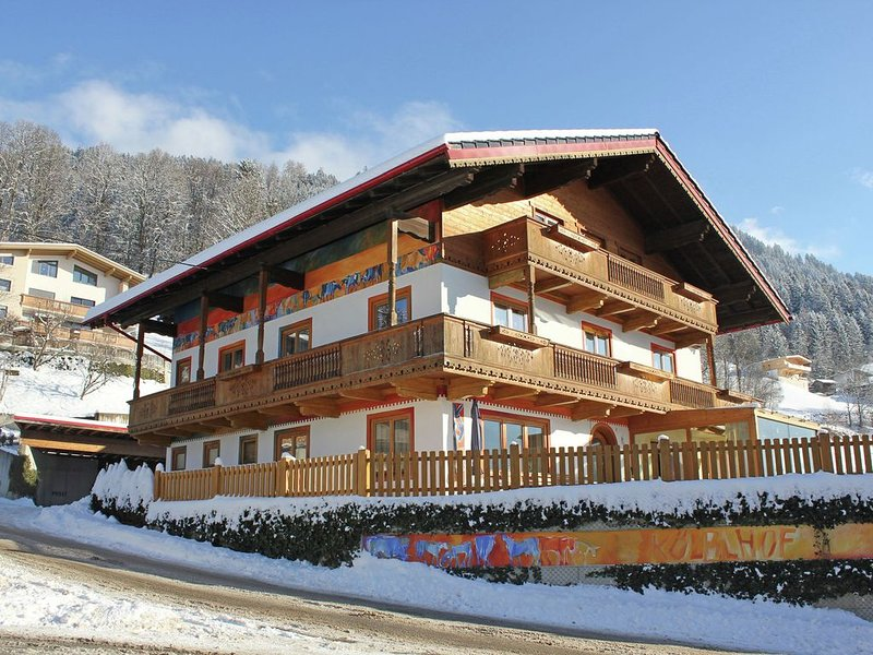 Sunlit Farmhouse near Hochzillertal Ski Area in Tyrol, holiday rental in Hart im Zillertal