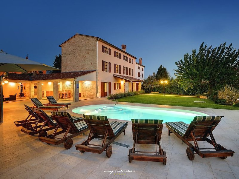 A beautifully restored old property near Rovinj, holiday rental in Golas