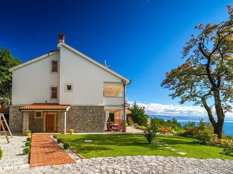 Villa with pool and amazing view of Kvarner Bay, holiday rental in Poljane