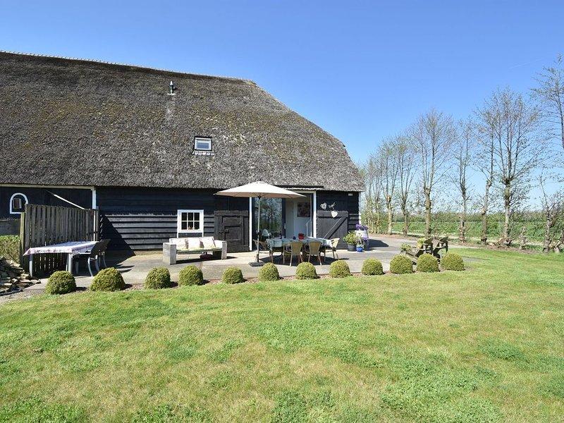Sun-kissed Farmhouse in Veerse Meer-Kamperland with Terrace, alquiler vacacional en Geersdijk