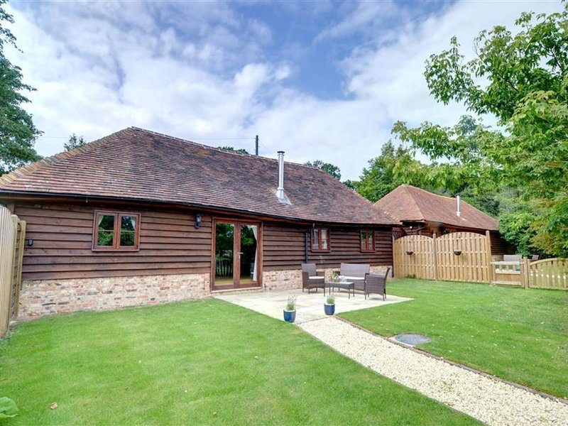 Bluebell Byre - Two Bedroom House, Sleeps 4, vacation rental in Rolvenden
