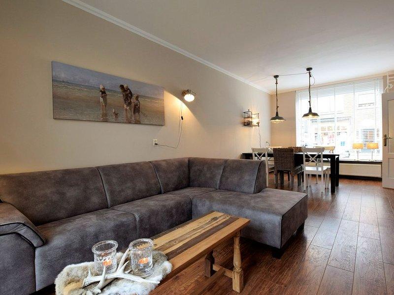 Beautiful Holiday Home in Katwijk aan Zee near Sea, holiday rental in Katwijk