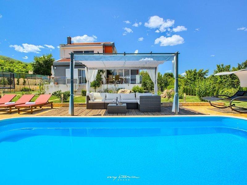 Luxurious villa with pool near Split, location de vacances à Dugopolje