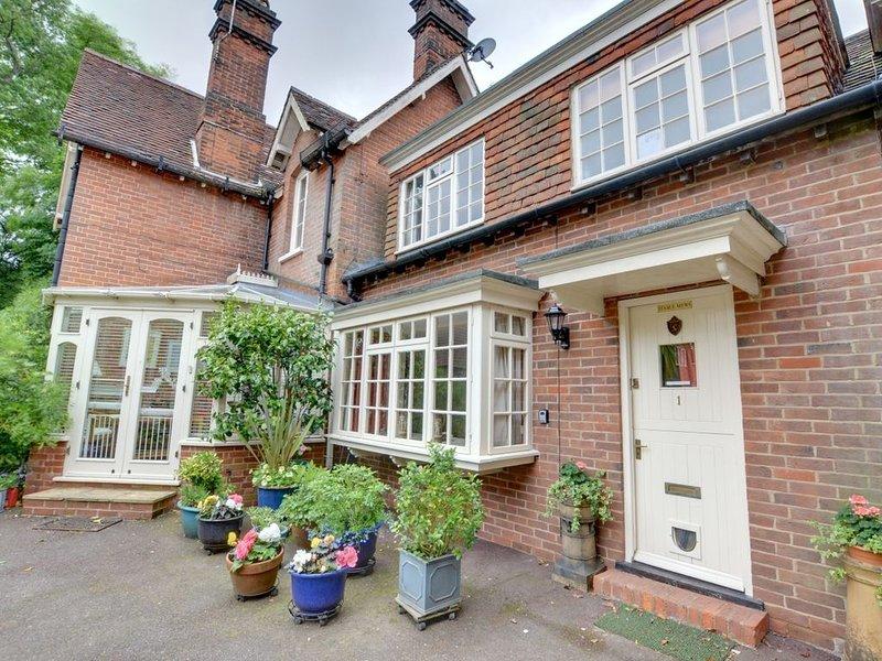 Stable Mews Cottage - Two Bedroom House, Sleeps 4, holiday rental in Groombridge
