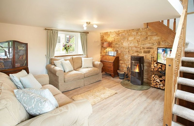 Idyllic Pendleton Cottage based in the Peak District National Park. Two well-beh, vacation rental in Whatstandwell