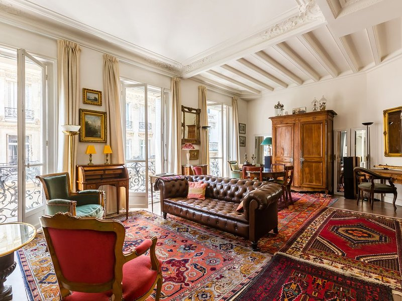 Ornate & stylish 1BR apartment in the 16th, by Veeve, location de vacances à Neuilly-sur-Seine
