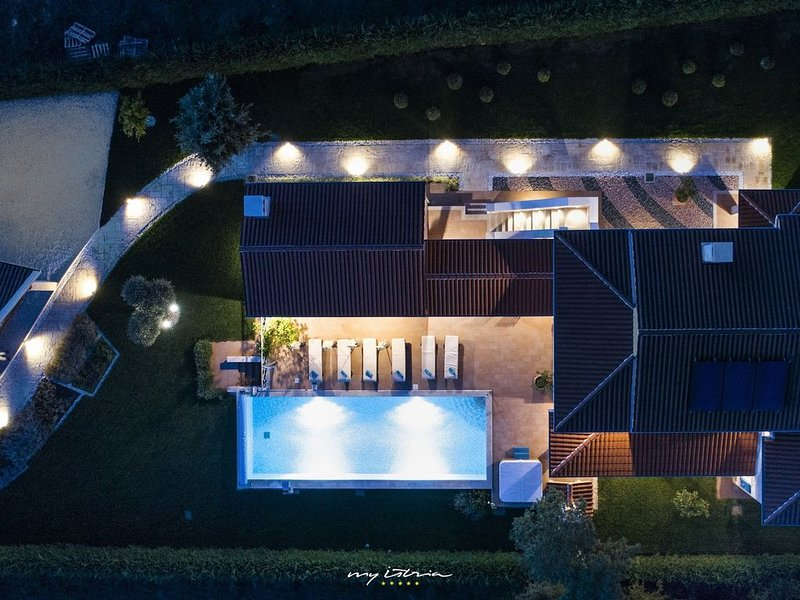 Villa with private pool near the sea in Porec, vacation rental in Porec