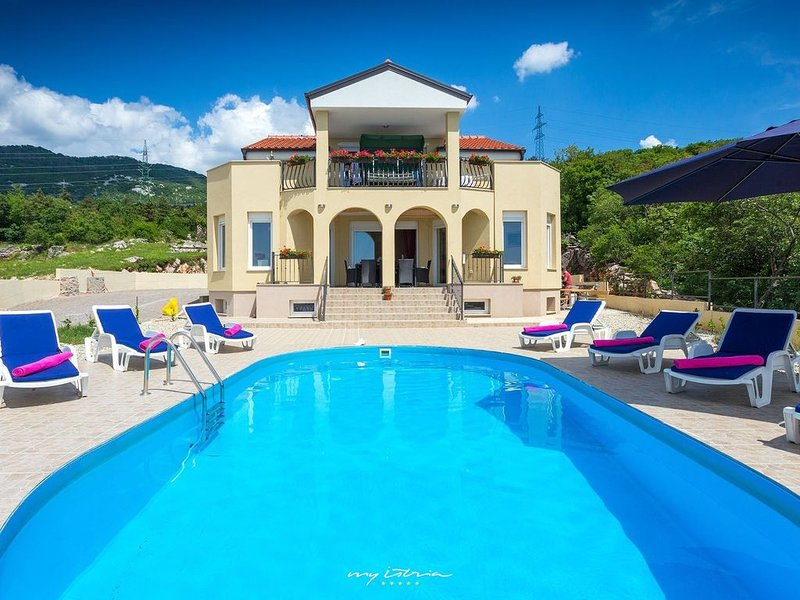 Villa with pool and great view near Crikvenica, holiday rental in Praputnjak