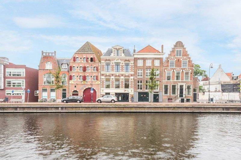 Spaarne Luxury Residence Haarlem, holiday rental in Bloemendaal