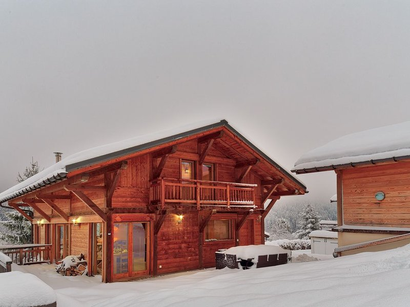 Chalet Lynx Chamonix les Houches 5 bedroom luxury Spacious jacuzzi,, holiday rental in Les Houches