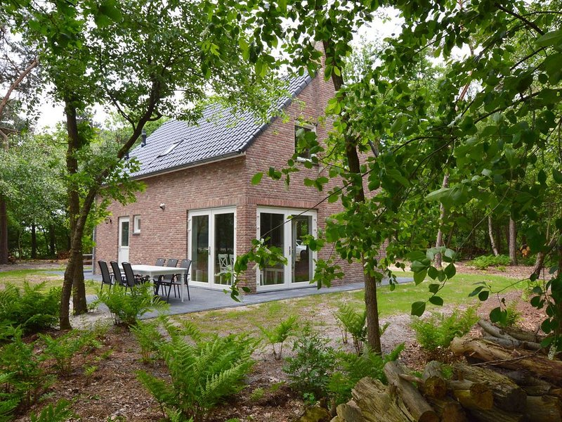 Beautiful house with 2 bathrooms completely free on private plot of 7000 m2, holiday rental in Merksplas