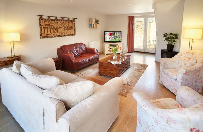 A three bedroom, period cottage for up to six guests in the village of Kingham,, vacation rental in Adlestrop