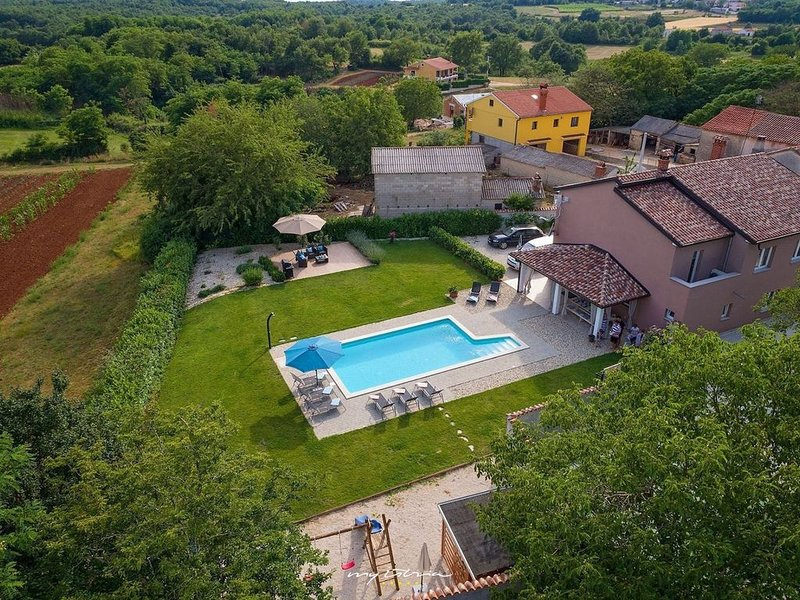 Wonderful villa with pool near Visnjan, Ferienwohnung in Visnjan