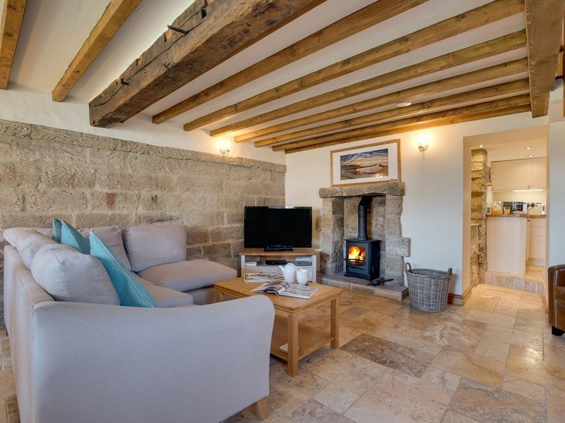 Holly Tree Cottage - Two Bedroom House, Sleeps 4, holiday rental in Briggswath