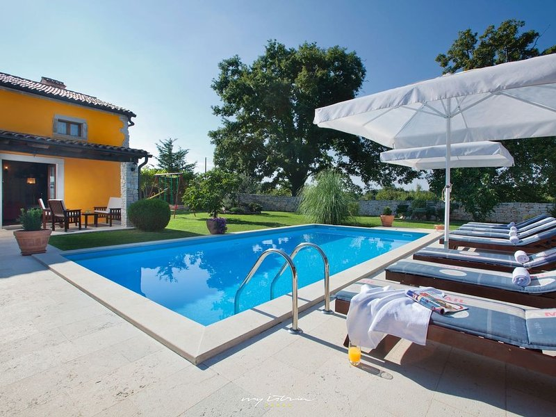 Romantic villa with private pool in Central Istria, holiday rental in Kranjcici