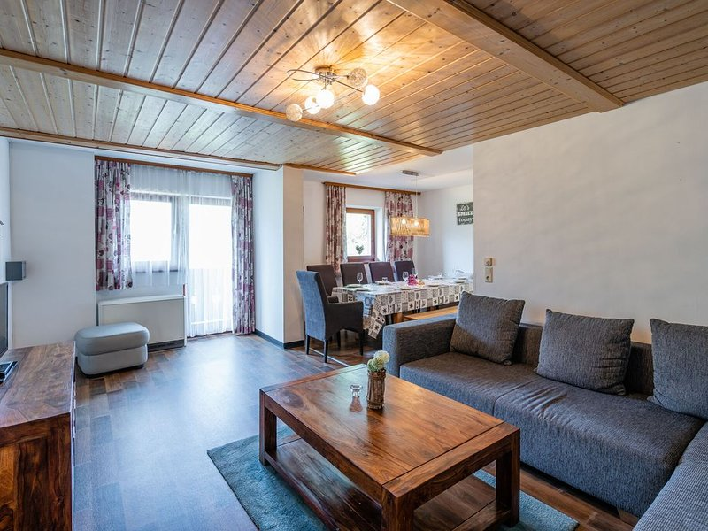 Alluring Holiday Home in Salzburg with Balcony, casa vacanza a Fusch