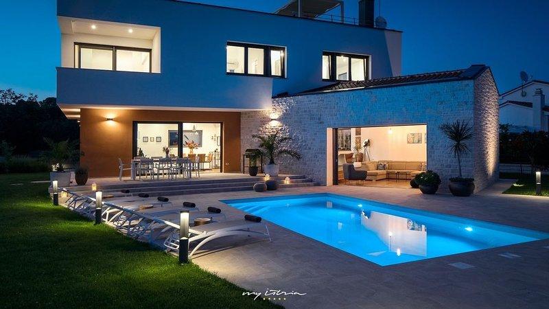 Wonderful new villa with pool near Tar, holiday rental in Tar