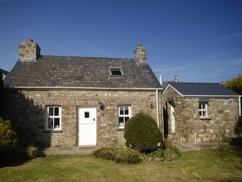 Ann Perrots Cottage, CASTLEMORRIS, holiday rental in Letterston