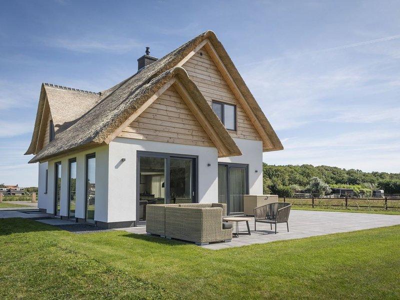 Lush Villa in De Cocksdorp Texel with Steambath, location de vacances à Den Burg