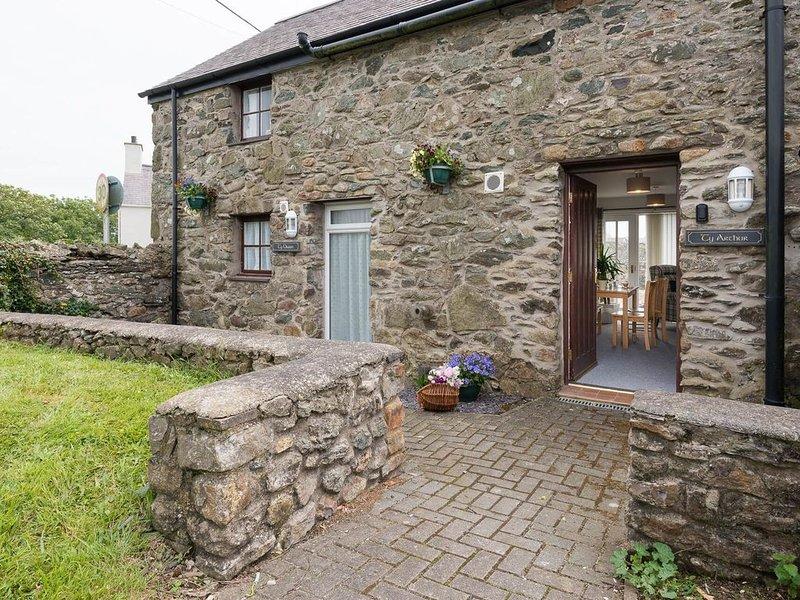 Ty Arthur - A spacious 1 bedroom apartment in Aberffraw, location de vacances à Aberffraw