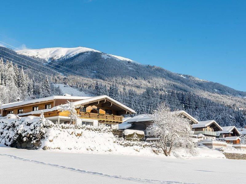 Cozy Apartment in Neukirchen am Großvenediger near Ski Area, vacation rental in Neukirchen am Grossvenediger