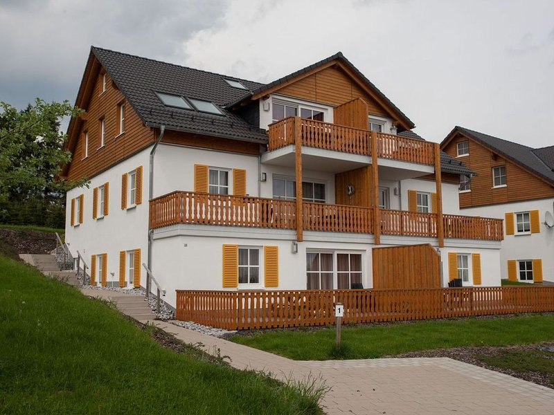 Tastefully furnished flat in a quiet location near ski area Postwiese, holiday rental in Langewiese